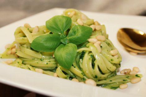 Lignuine mit Basilikum-Bärlauch Pesto
