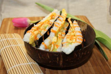 Sushi Sandwich mit Avocado und Ei