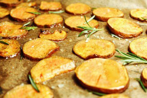 Süßkartoffel Chips mit Rosmarin