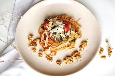 Onepot Pasta mit Sahne, Spinat und Tomaten