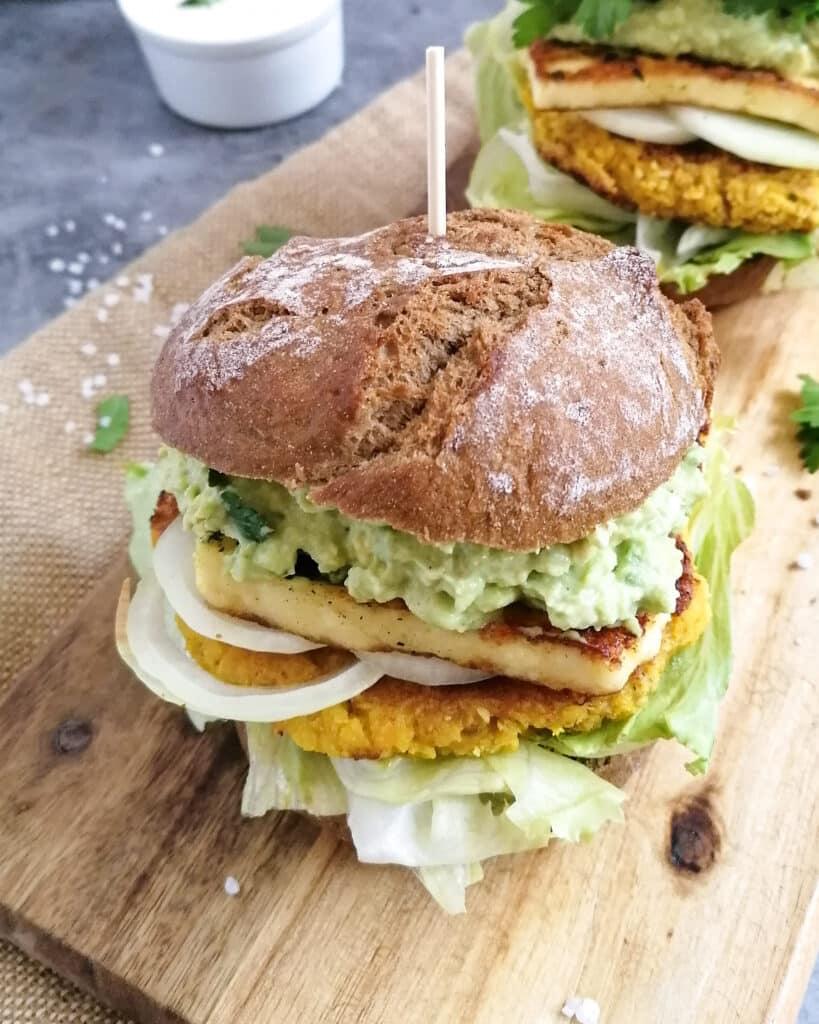 Burger mit Liebkost Käse und Blumenkohl-Pattie