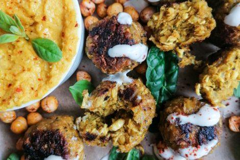 Falafel aus Kichererbsen mit Hummus Dip