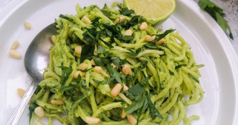 Zoodles mit Avocado Pesto