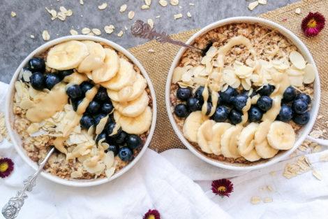 Veganes Porridge mit Banane und Zimt