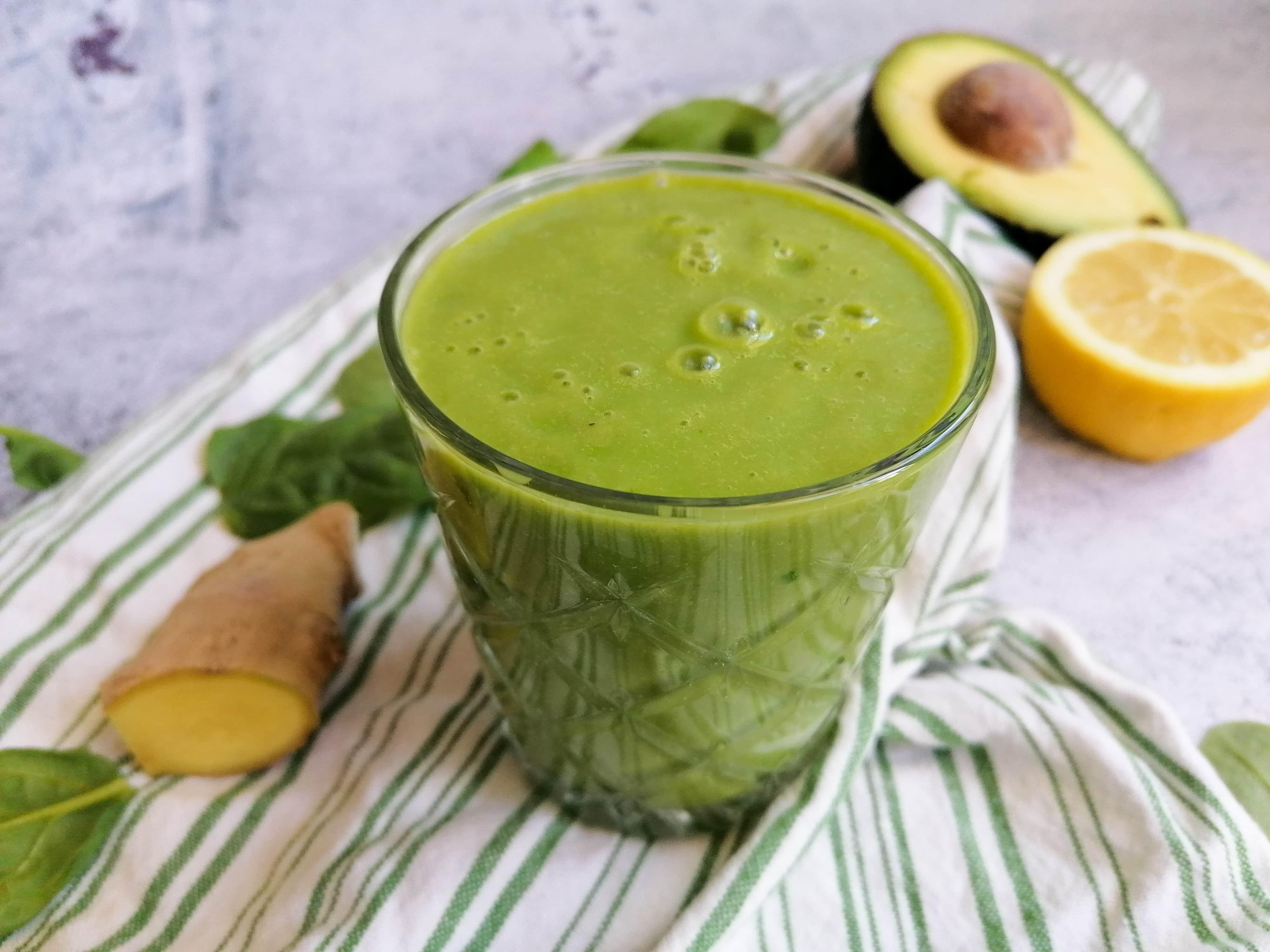 Grüner Smoothie, um nach und nach Gewicht zu verlieren