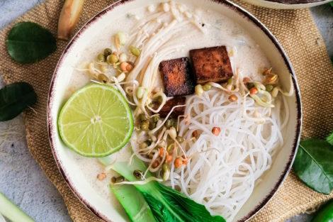 Tom Kha Gai Suppe vegetarisch mit Kokosmilch