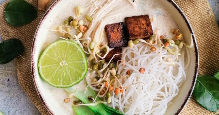 Asiatische Suppe mit Kokosmilch und Zitronengras – Tom Kha Gai vegetarisch
