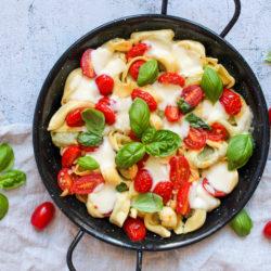 Tortellini mit Tomaten und Mozzarella