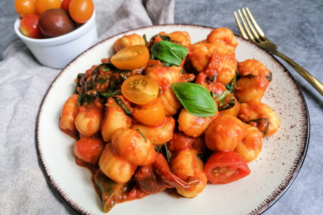 Gnocchi in Tomaten Soße 10 Minuten Rezept