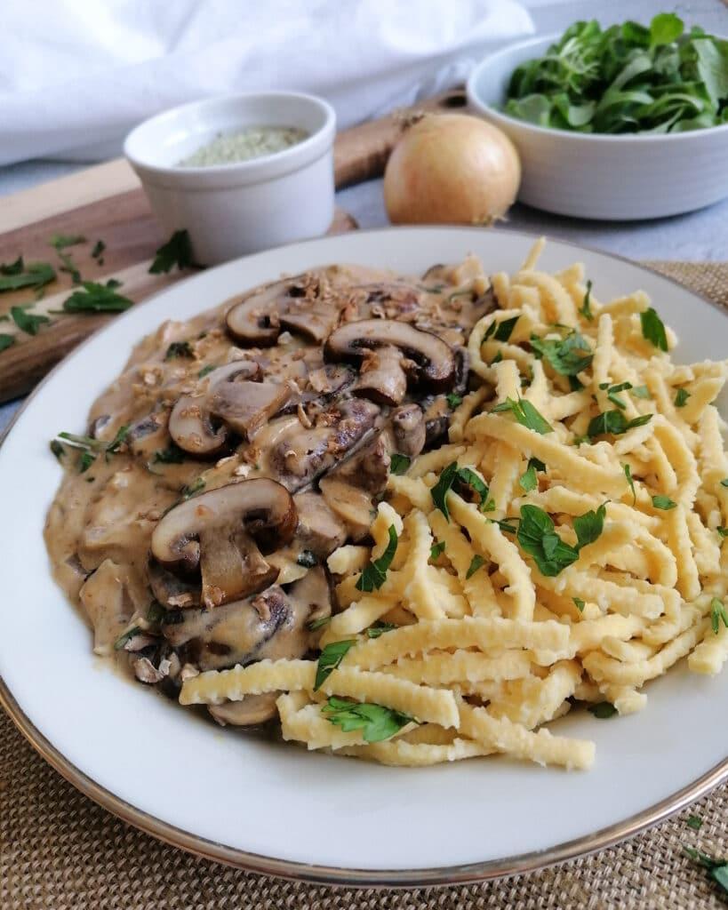 Spätzle mit Pilzrahm-Soße, vegetarisch - Genuss des Lebens