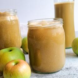 Selbstgemachter Apfelsaft aus deutschen Äpfeln