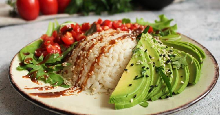 Asiatische Avocado mit Reis
