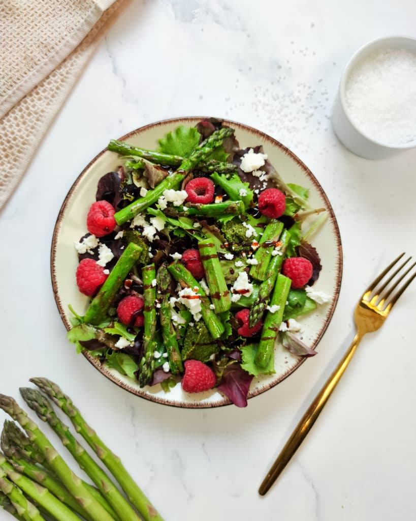 Grüner Spargel Salat mit Feta