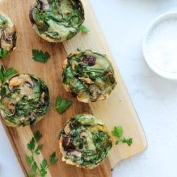 Low carb Frühstücksmuffins mit Spinat und Champignons