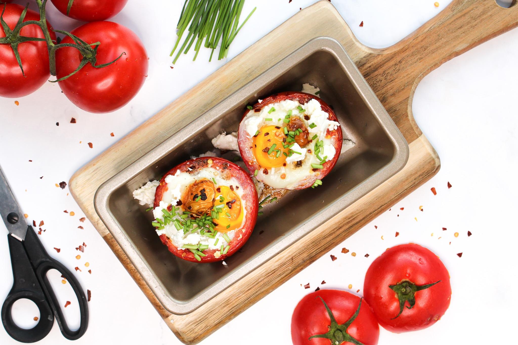 Gefüllte Tomaten mit Feta und Ei