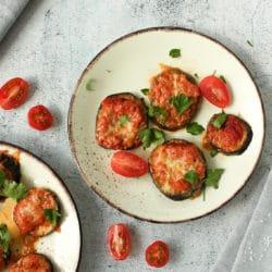 Überbackene Auberginen mit Tomate und Mozzarella