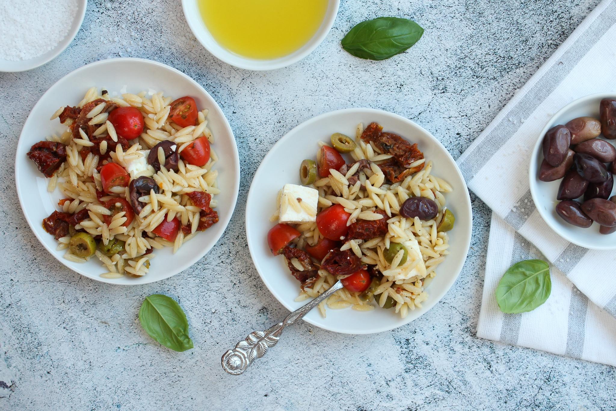 Griechische Kritharaki mit Feta und Tomaten