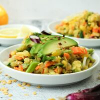 veganer gelbe Linsen Salat mit Avocado