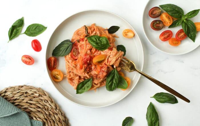 Spaghetti mit Schafskäse und Tomaten aus dem Ofen