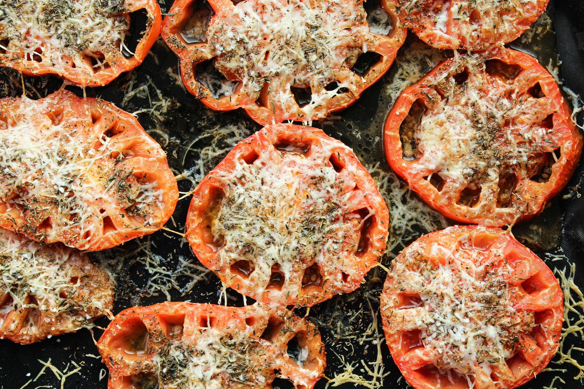 Tomaten mit Parmesankruste aus dem Backofen