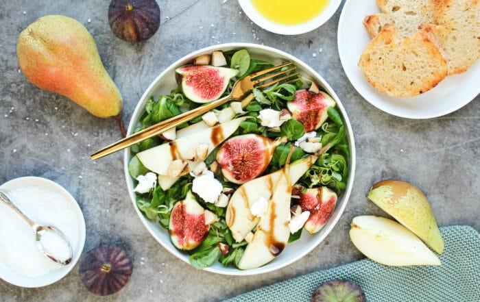 Salat mit Ziegenkäse und Honig